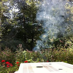 Det ryker MYCKET när all korklera går upp i rök